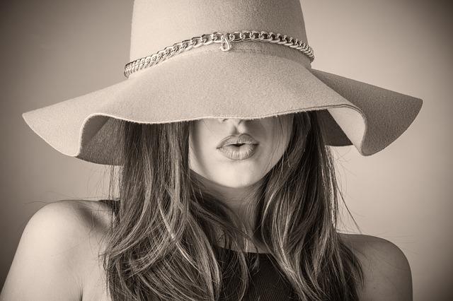 Žena v klobouku, krásná žena, vzhled.