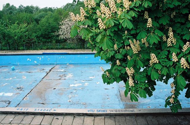 venkovní bazén před rekonstrukcí.jpg